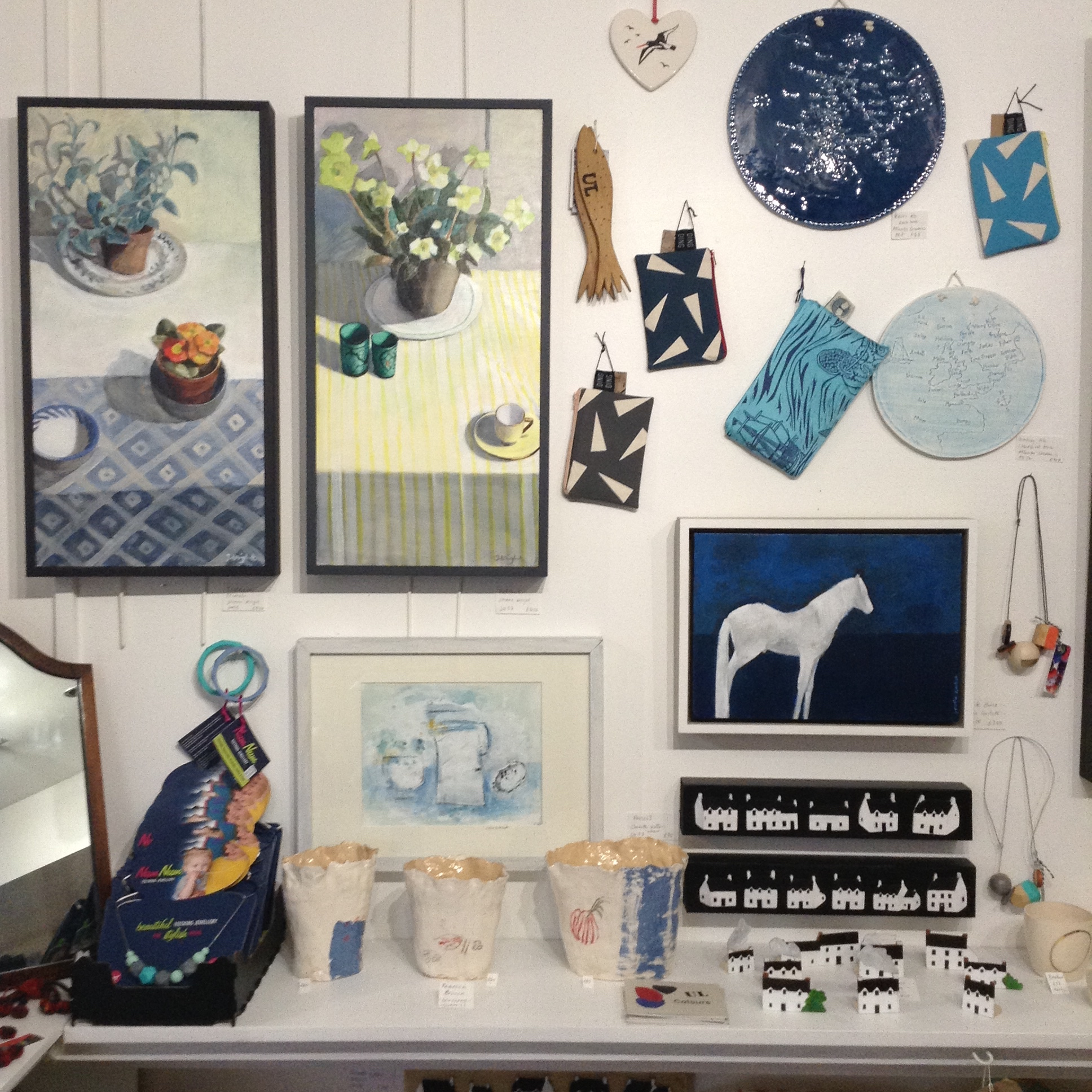 Paintings, ceramics and bags/>               </div>               <div class=