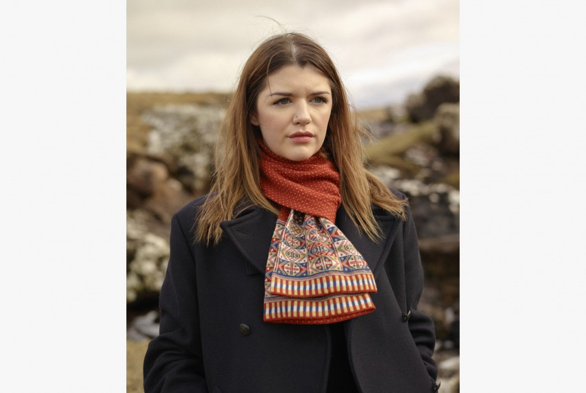 BAKKA Heritage Colour superfine merino wool Scarf C903 on model