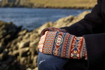BAKKA Heritage Wrist Warmers V045 on model