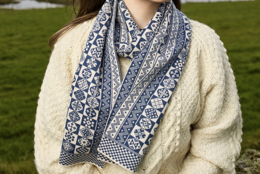 BAKKA Two Colour Scarf T888 in blue on model