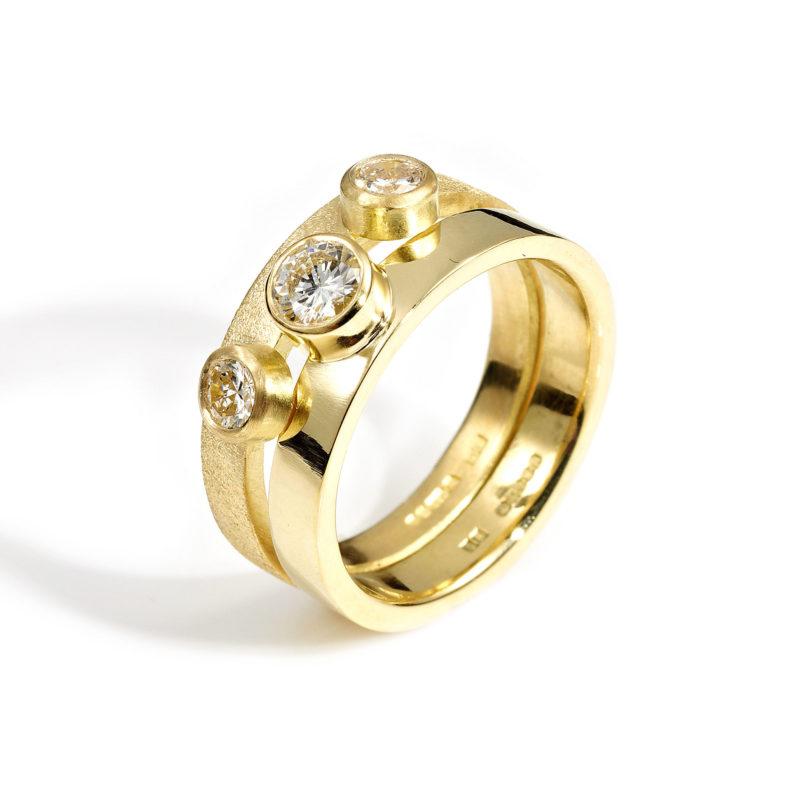 18ct Gold interlocking ring