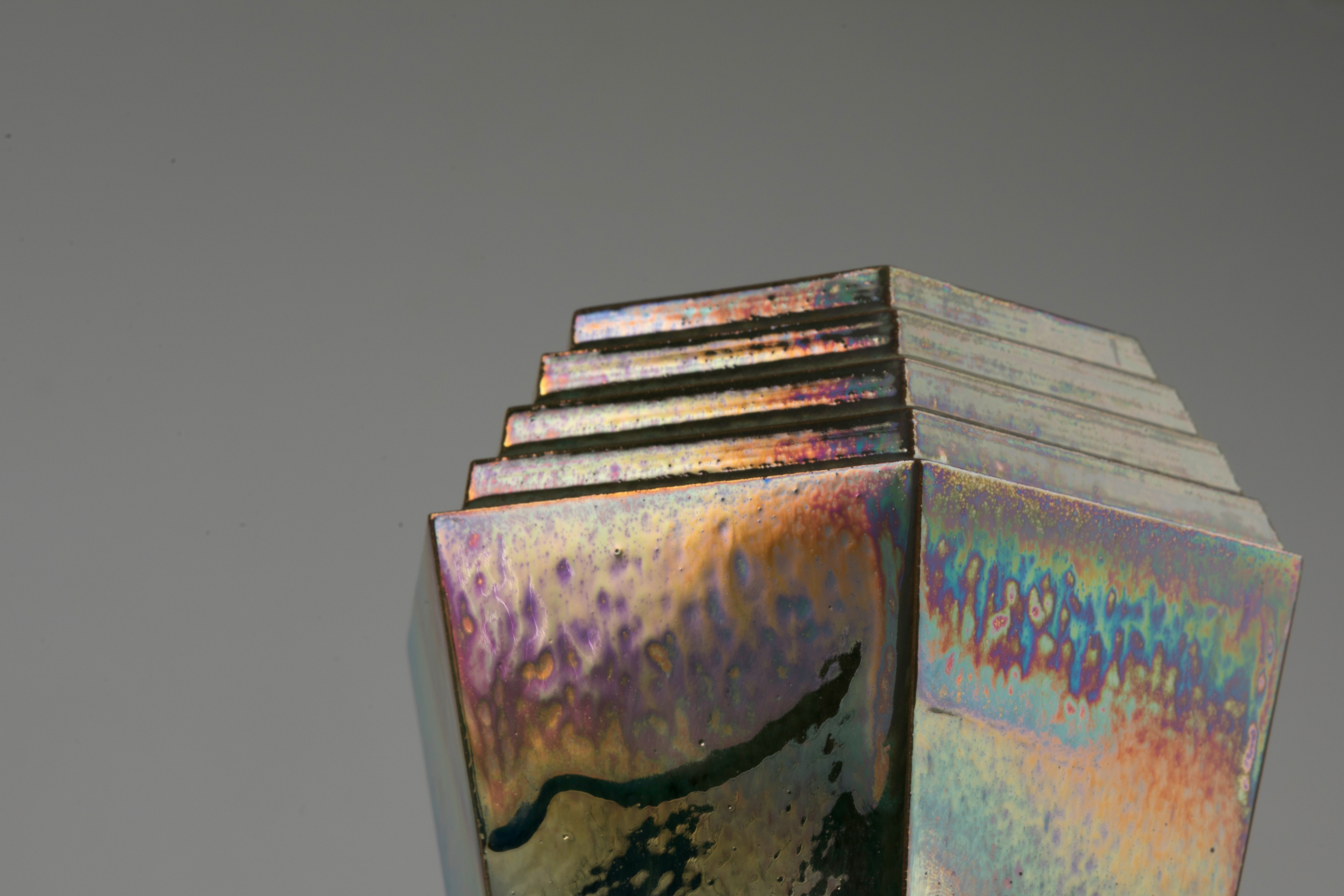 The Bismuth Collection, Short vessel close up