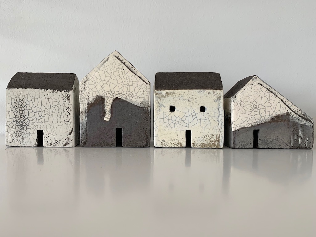 Set of four houses (ref. 5851)