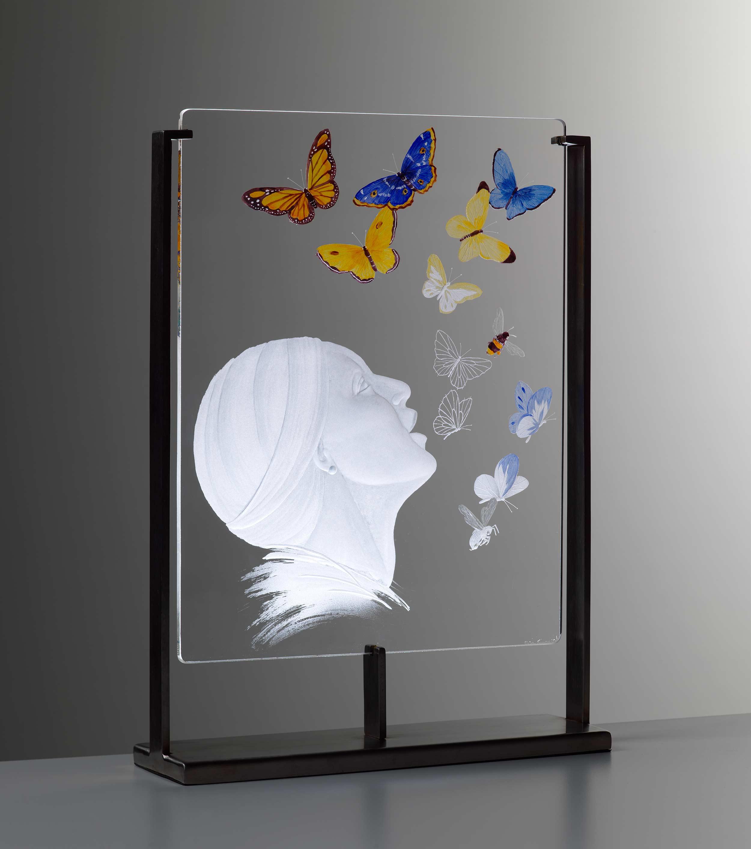 Alison.Kinnaird.MBE-The.Singer-engraved.glass-photo.Shannon.Tofts.jpg