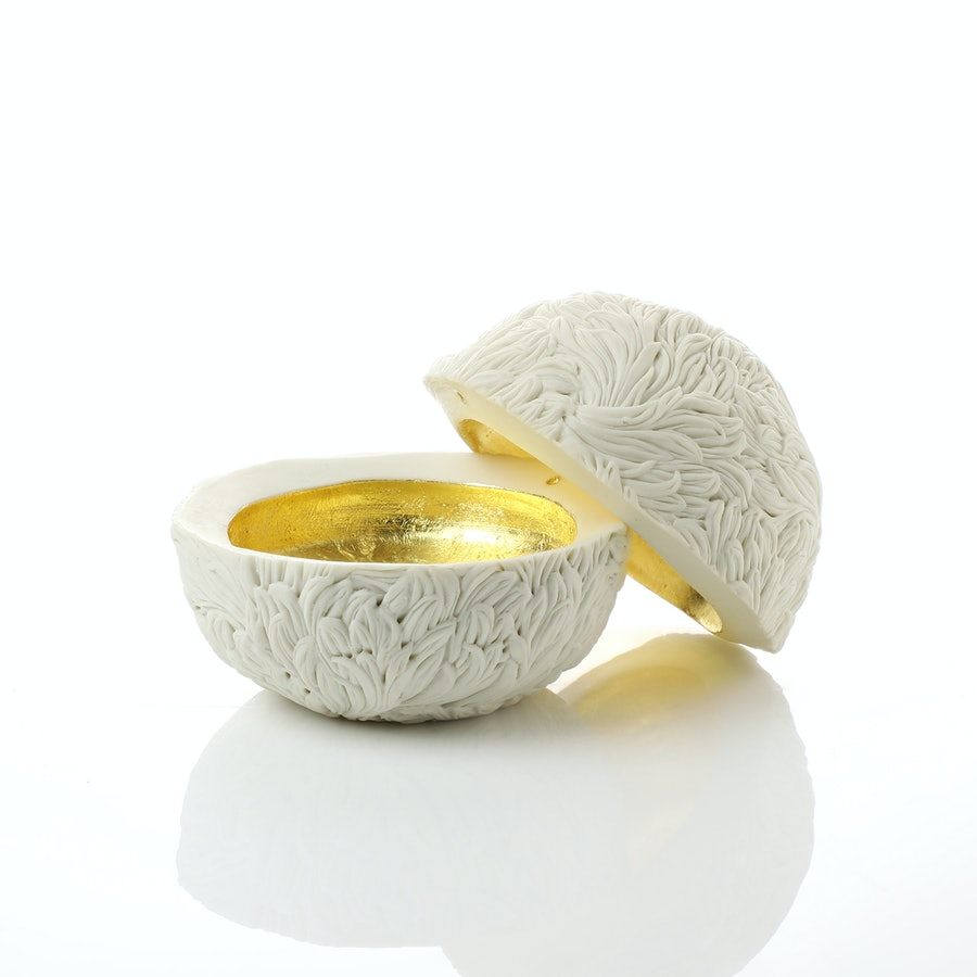 a photograph of the work Very Small Round Michikusa Box by Hitomi Hosono