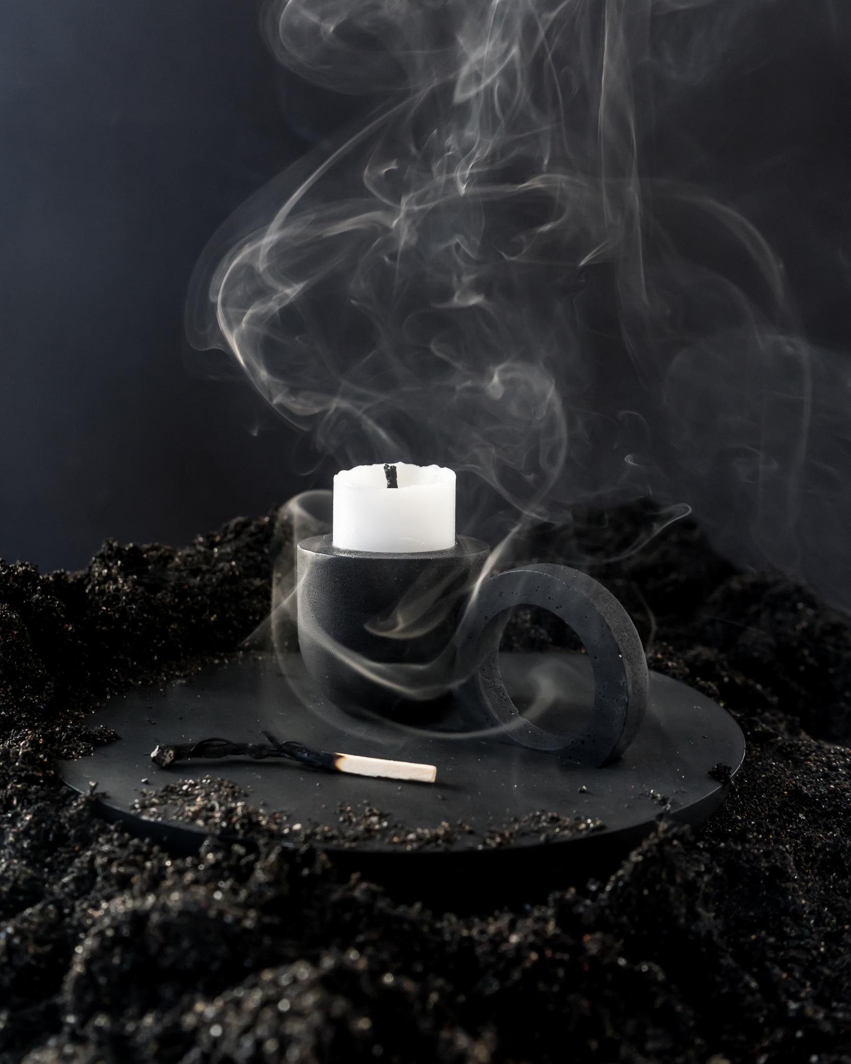 O Candleholder