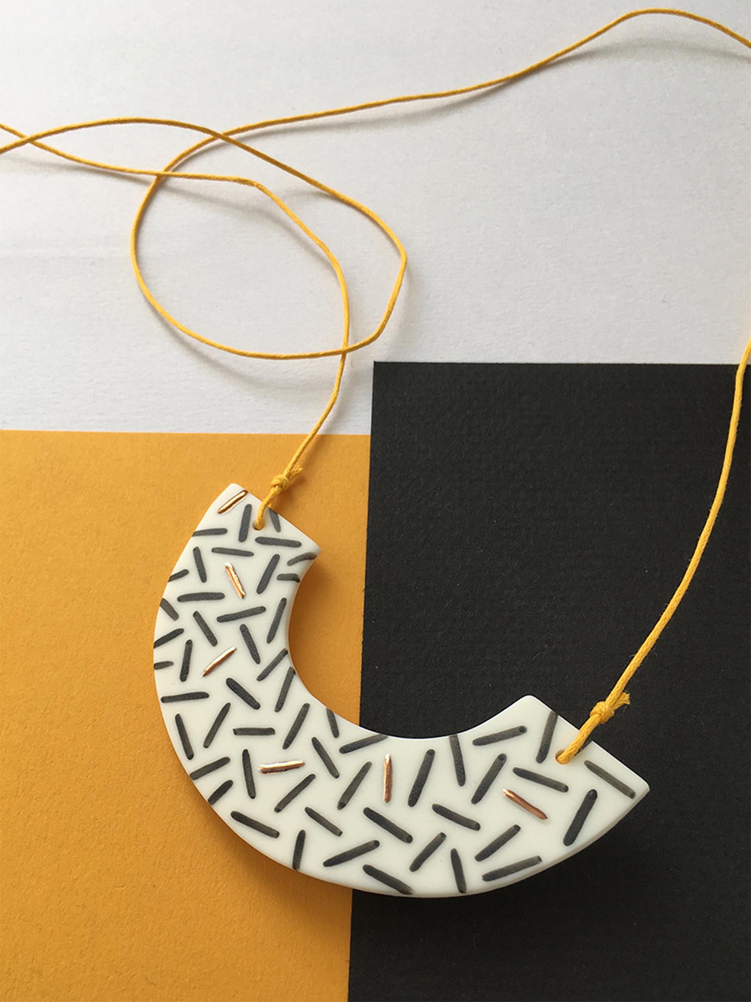 Fleck Arc Necklace - Dash