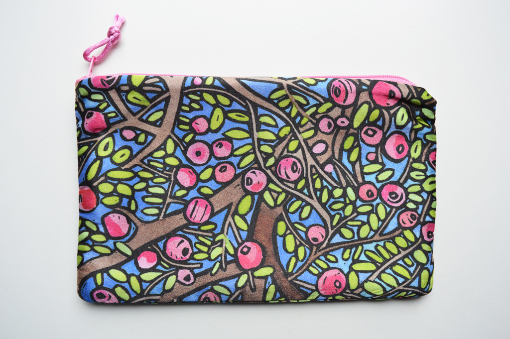 'Appletreewick' silk zip bag