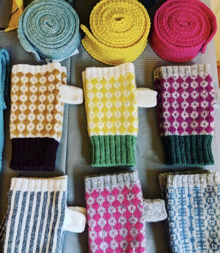 FOLD Stockist Scarlet Knitwear/>               </div>               <div class=